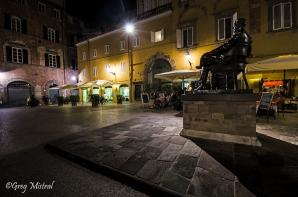 Statut de Puccini sur la place ou il faut manger une glace